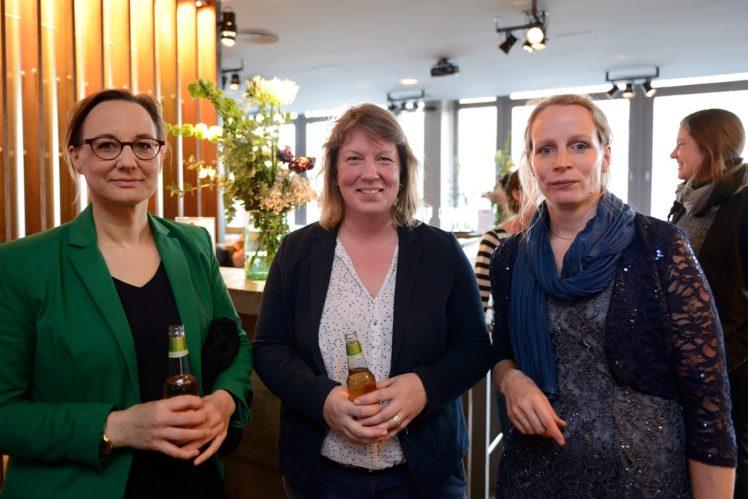 rechts im Bild: Dr. med. vet. Birgit Spindler (Gewinnerin Kategorie Wissenschaft)