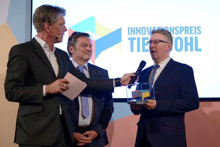 Hajo Schumacher (Moderator), Prof. Robby Andersson (Jurymitglied) Heinz Hackmann (2. Preis Landwirtschaft)