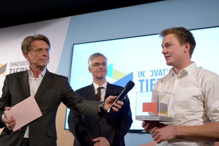 Hajo Schumacher (Moderator), Prof. Schrader (Laudator), Peer Sachteleben (1. Preis Landwirtschaft)