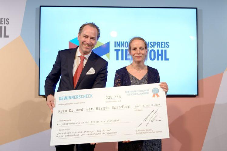 Dr. Alexander Hinrichs (Geschäftsführer der ITW) und Dr. Birgit Spindler (Gewinnerin Kategorie Wissenschaft)