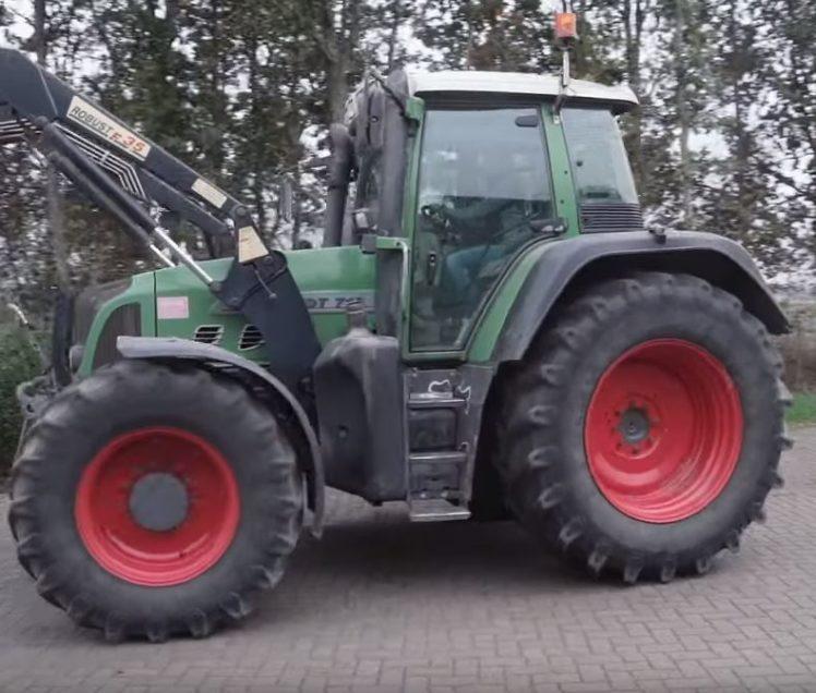 Gesa Lampe fährt den Traktor.