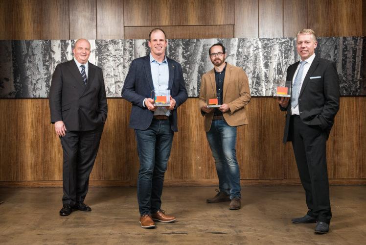 Jörg Thadeusz mit Gewinnern des Innovationspreises Tierwohl 2020